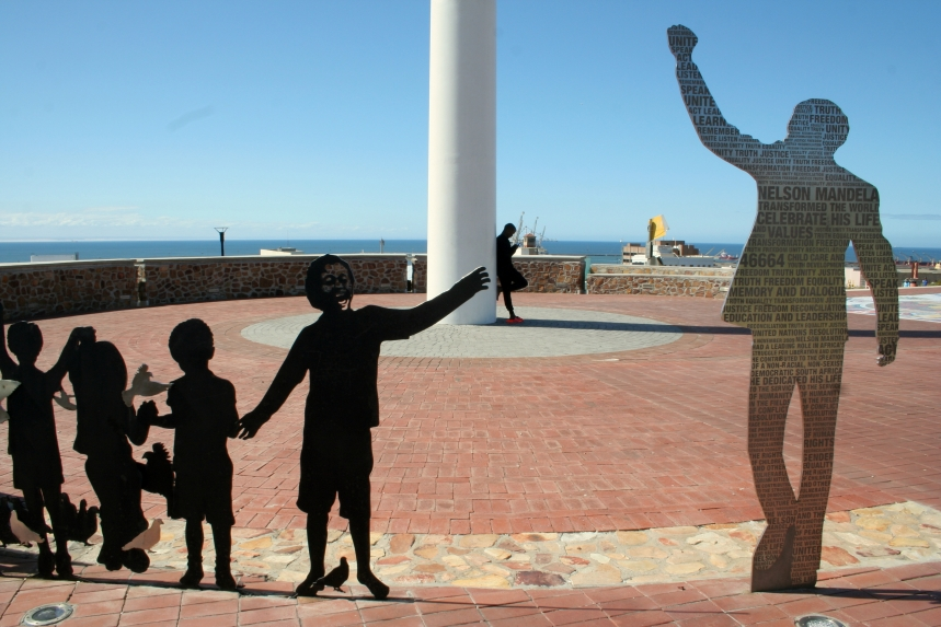 PE Real City tour - Madiba sculpture