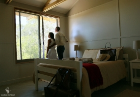 Double bedroom at eco-cabin Rocherpan
