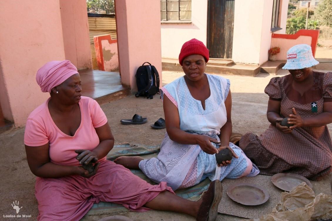 Venda pot making Mukhondeni village Limpopo